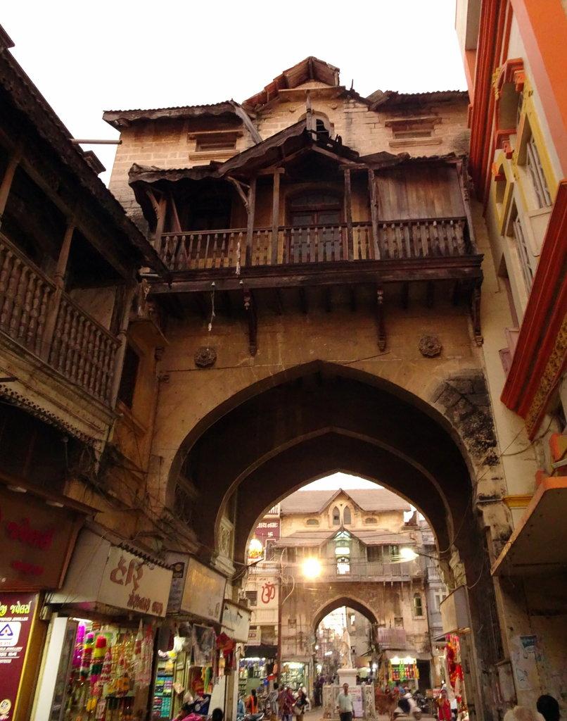 Streets and Havelis of Pobandar