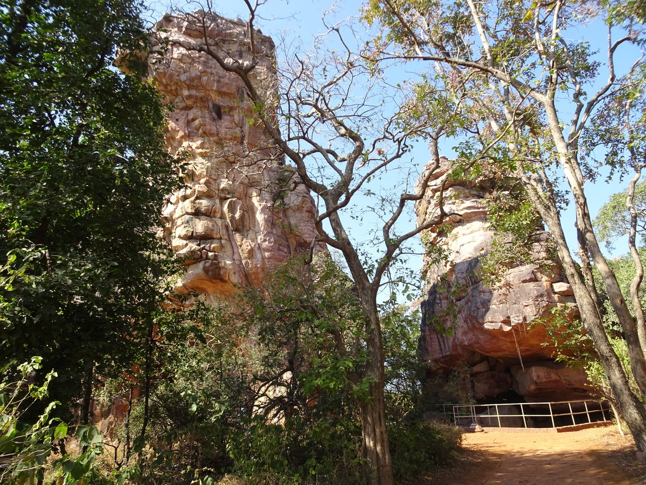 Bhimbhetka cave