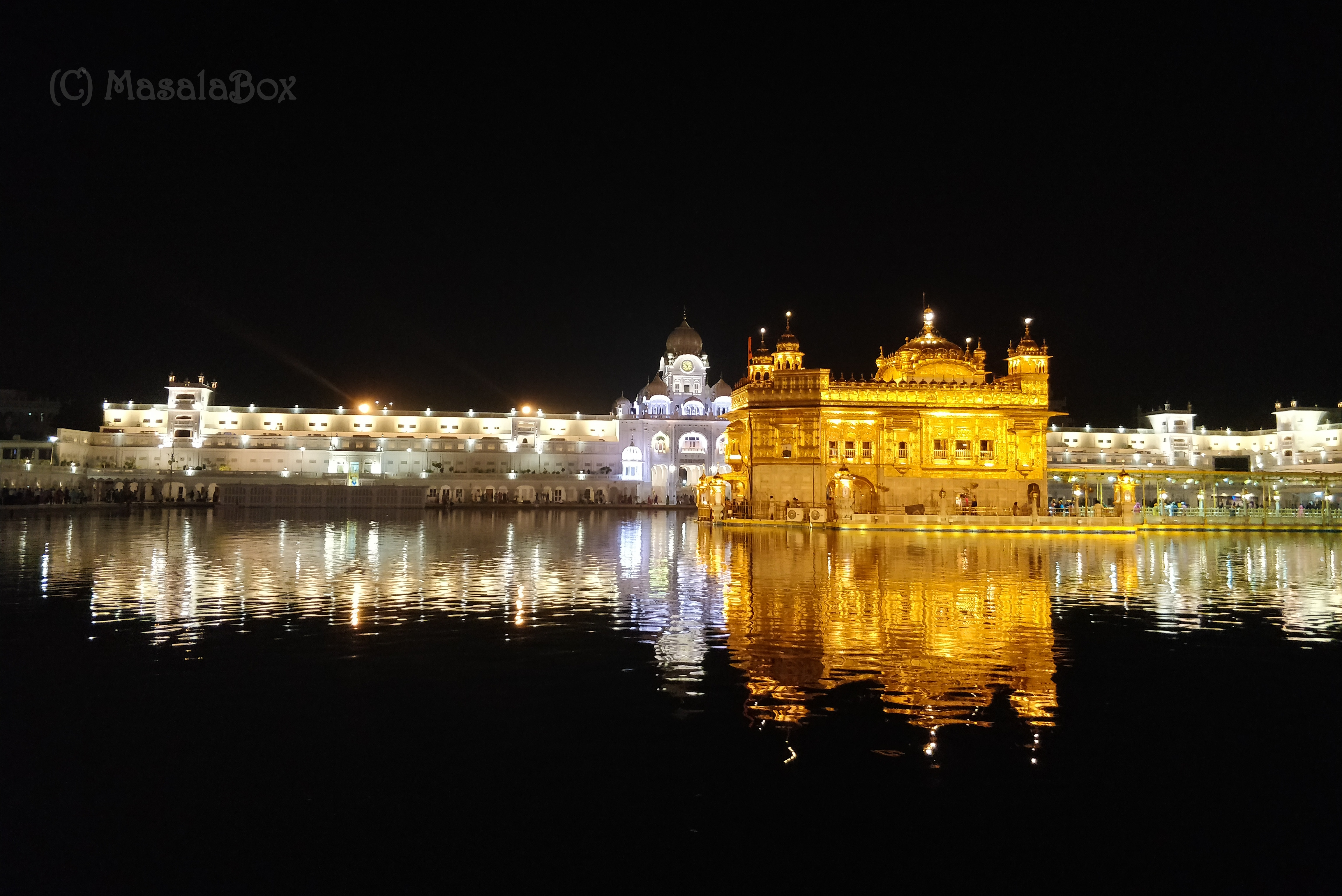 golden templeat night