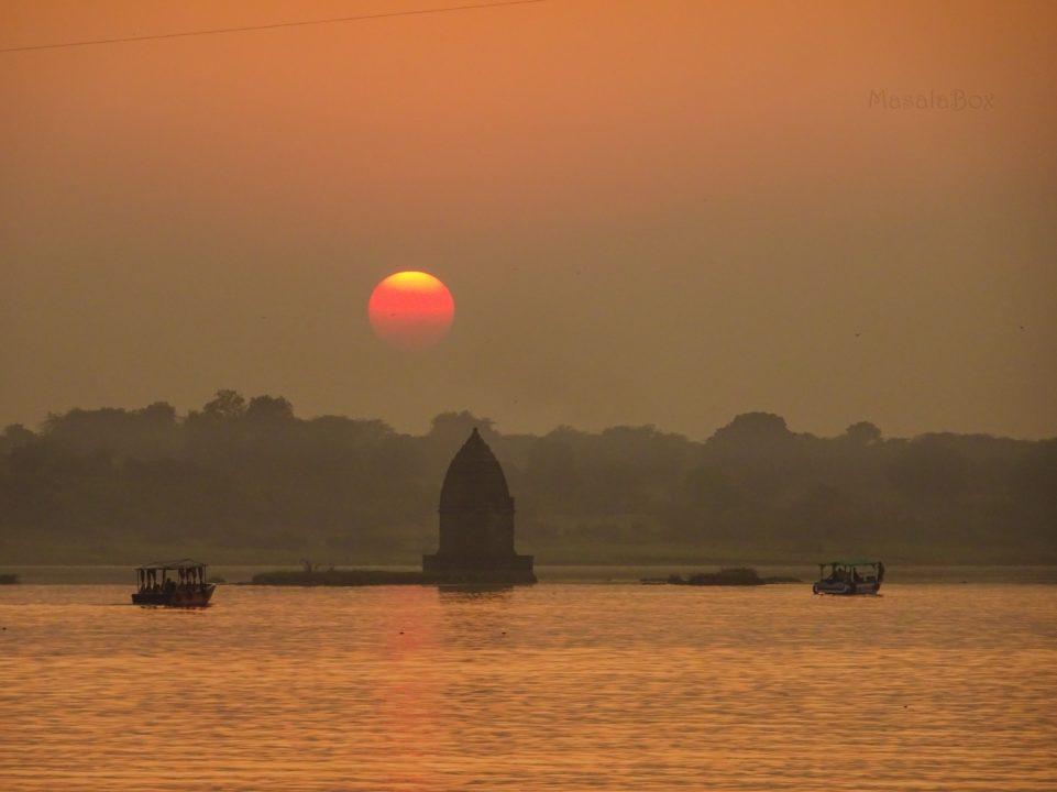 sunset maheshwar baneshwar temple