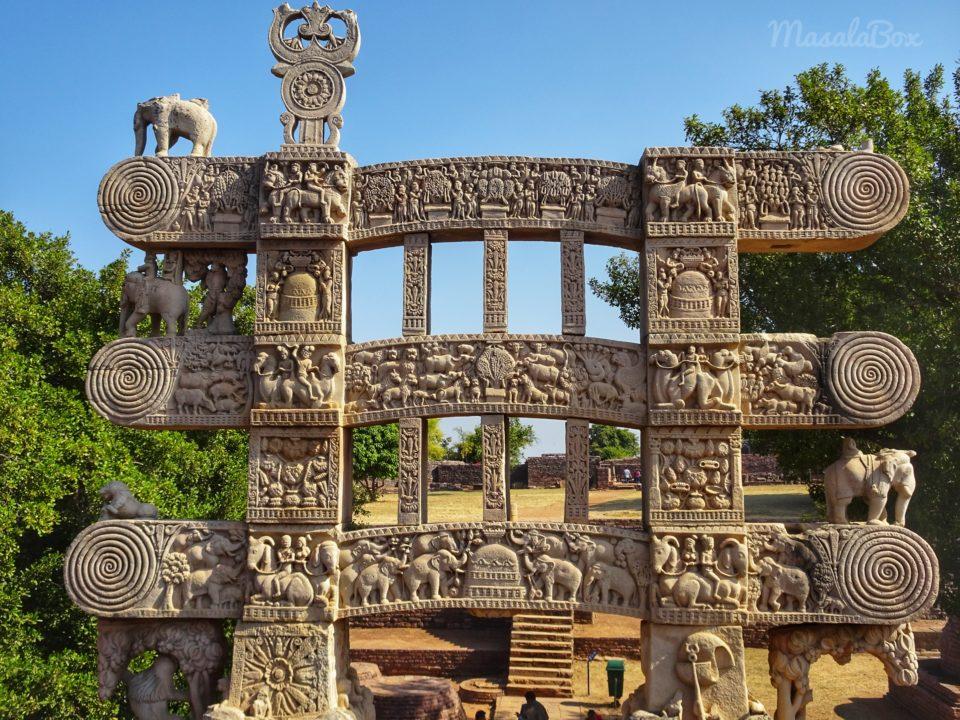 architraves on stupa pillars