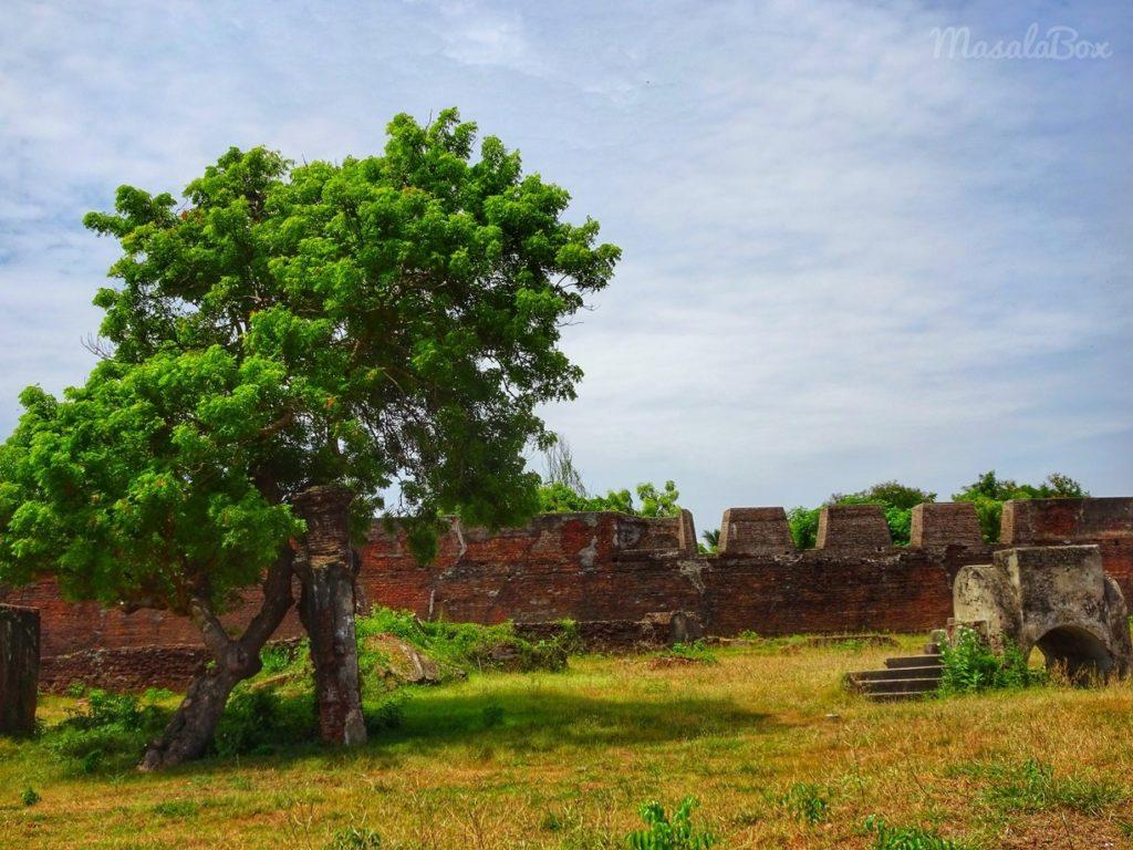 ruined fort wall sadras